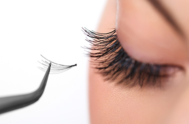 lash extensions and tinting